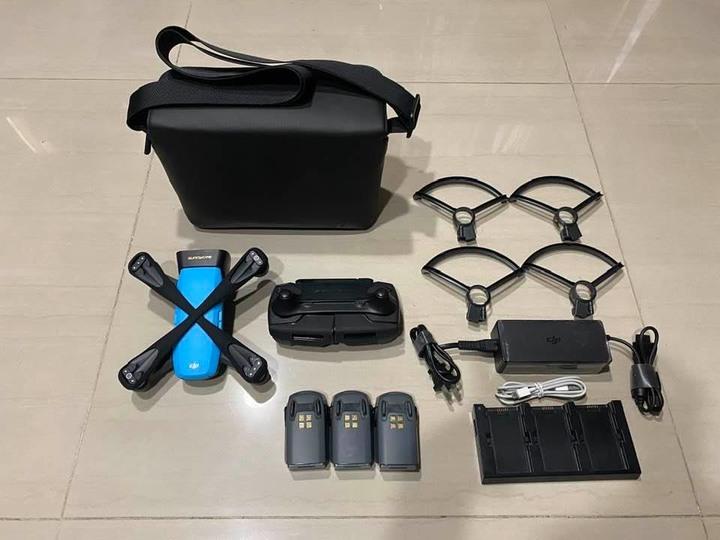 DJI SPARK 空拍機 全配 含三顆原電. 原廠收納背包 配件如圖 北市可面交