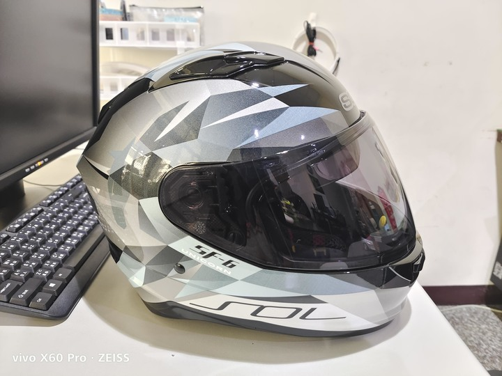 全新 SOL SF-6 獨角獸 全罩安全帽 黑銀 尺寸L (58CM左右) 拆封未使用 送彩光電鍍片