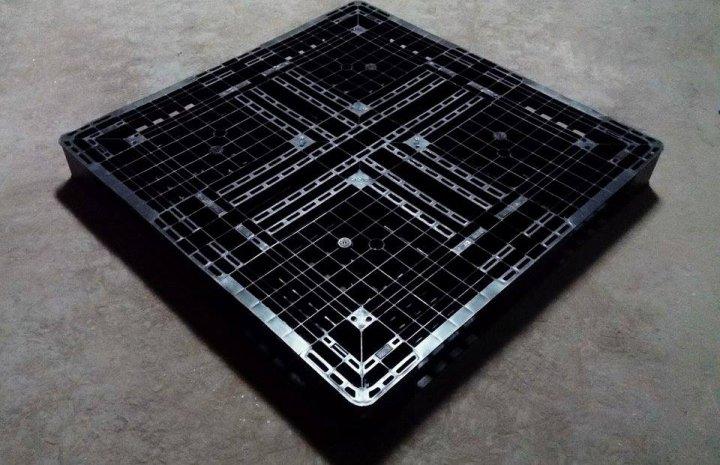 棧板 /二手棧板/塑膠棧板  .  110 x 110 雙面棧板 露營區 放置物品 好用
