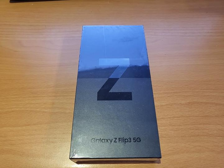 Samsung Galaxy Z Flip3 128G 黑 全新未拆封 含Samsung $4500 預購金+保險