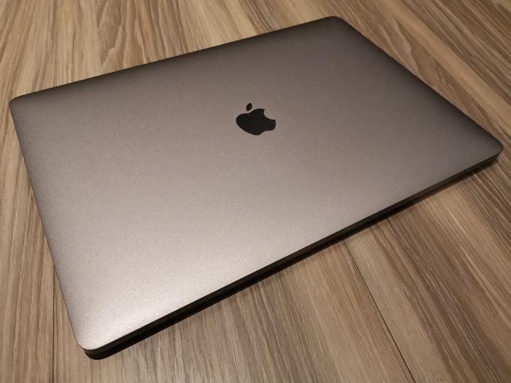 售近全新客制頂規保固中Macbook Pro 15 (客訂i7 3.1G& 1TB SSD)