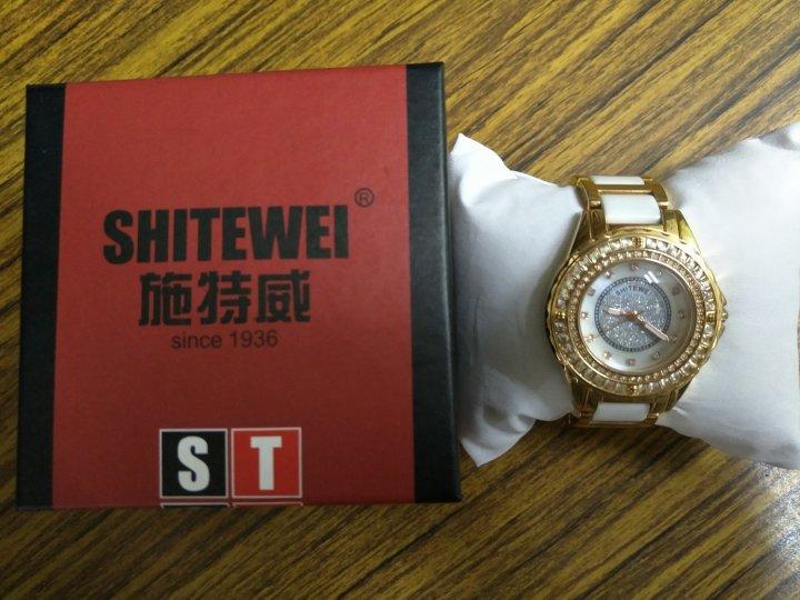 施特威陶瓷水鑽女時尚石英手錶(正品)