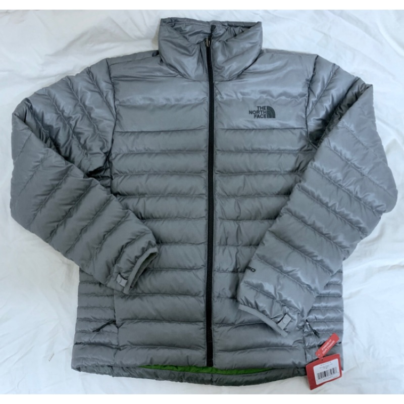 61b5416b8a9 The North Face 羽絨外套Men s Flare 550 Down Jacket M 正品,美國專櫃購入,全新吊牌未剪。 灰色無帽款550 羽絨外套。穿起來不會很肥。表面亮銀色,內裡綠色。