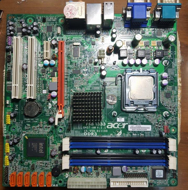 宏碁Q45T-AM主機板 + Intel E5400雙核心處理器、整套附檔板與CPU原廠風扇拋售價只要800元