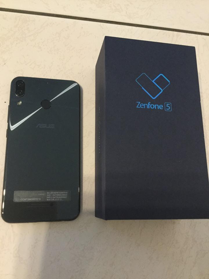 ASUS  Zenfone5手機