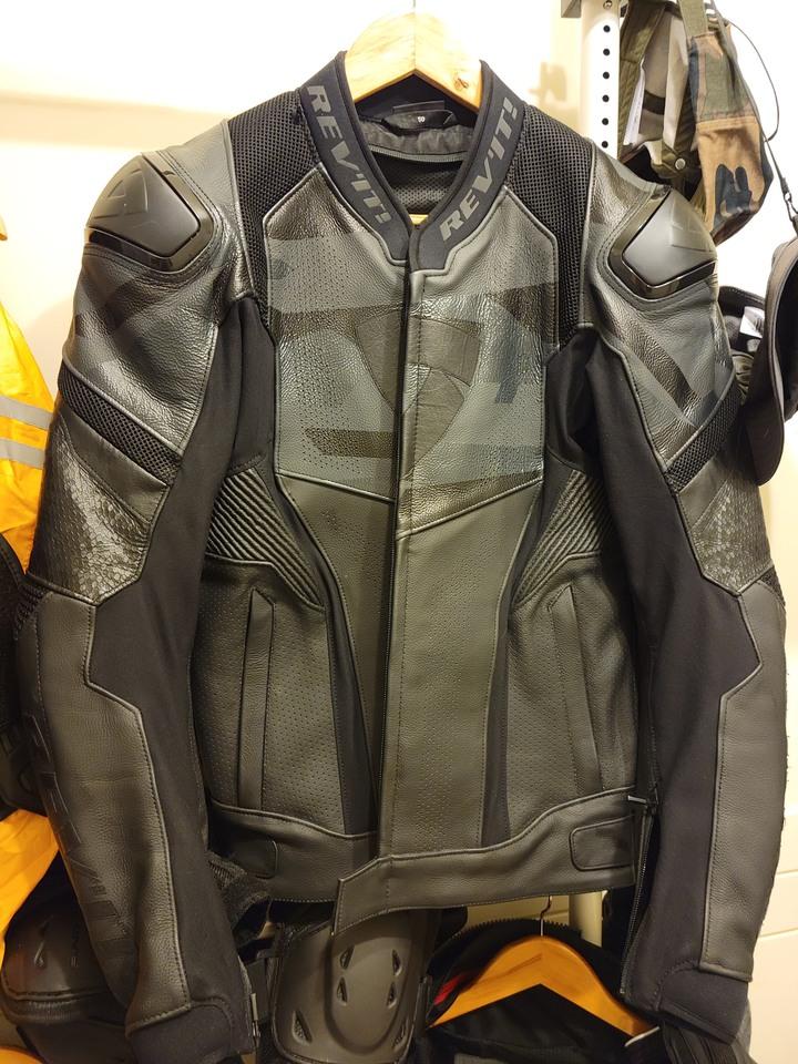 荷蘭 Revit Hyperspeed Air 防摔皮衣