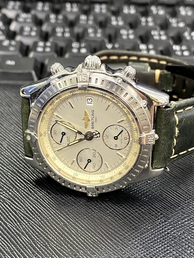 百年靈Chronomat   三環計時機械錶
