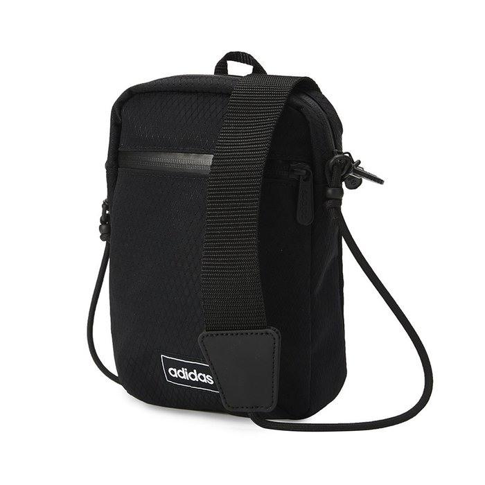愛迪達 adidas 側背包 斜背包/肩包/隨身包 胸包 防潑水黑色尼龍 Bag GN2011 台灣公司貨