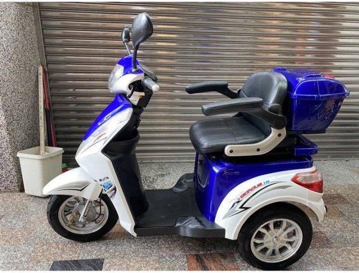 自售老人電動車、電動三輪車「EVZ金牌金福樂電動車」、需自取