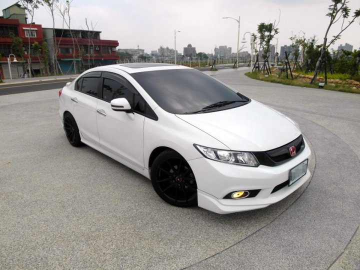 2013 Honda Civic 1.8 白 配合全額貸、找錢超額貸 FB搜尋 : 『阿文の圓夢車坊』