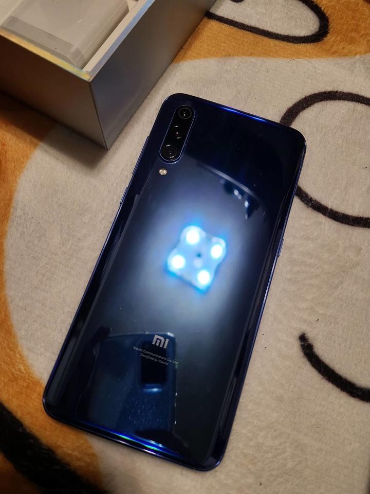 (極新) 小米 xiaomi 小米9 藍色 + 20W無線充電盤