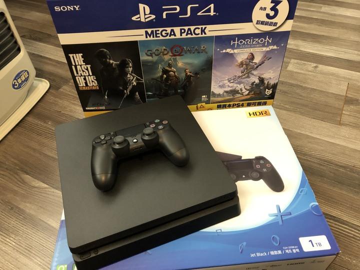 (9.9成新)PS4 MEGA PACK 1TB Slim主機+3款遊戲 保固內