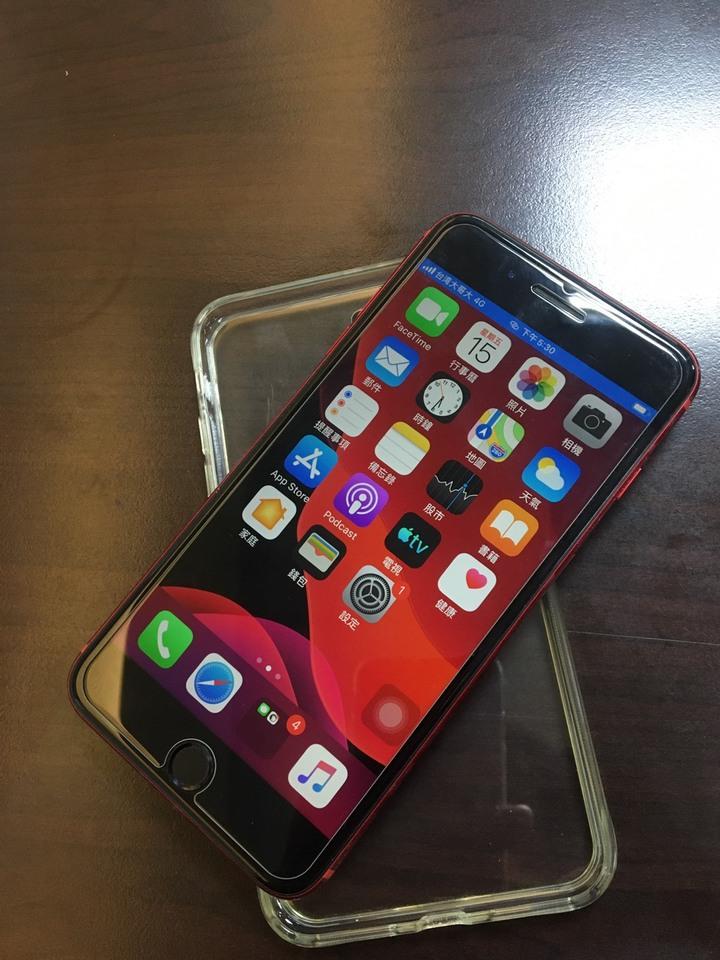 I PHONE 8 PLUS 64G 紅