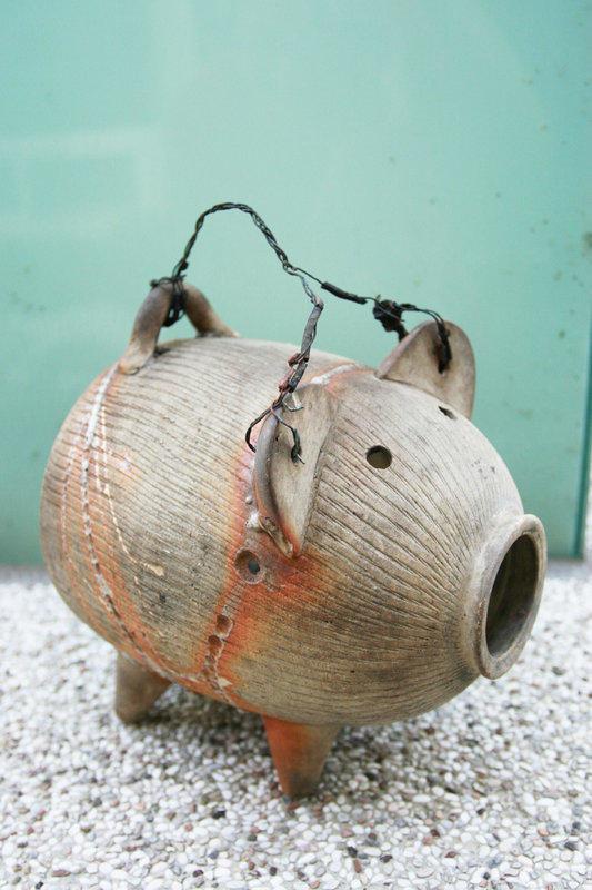 日據時代的日式蚊香器(陶磁の蚊取り線香器 / 蚊取り豚 シメ焼き)