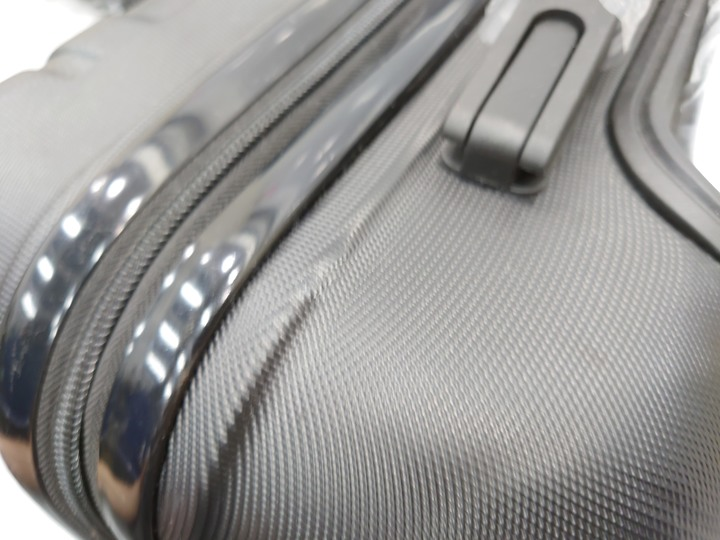 登機行李箱(外觀有小瑕疵)