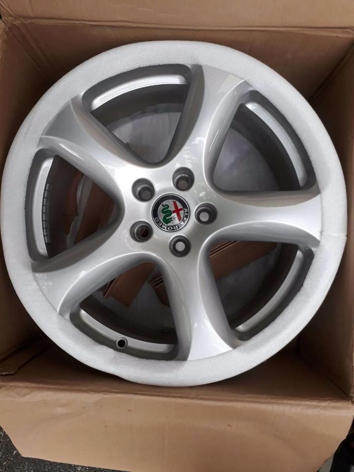 """Alfa Romeo 18""""原廠鋁框(全新)"""