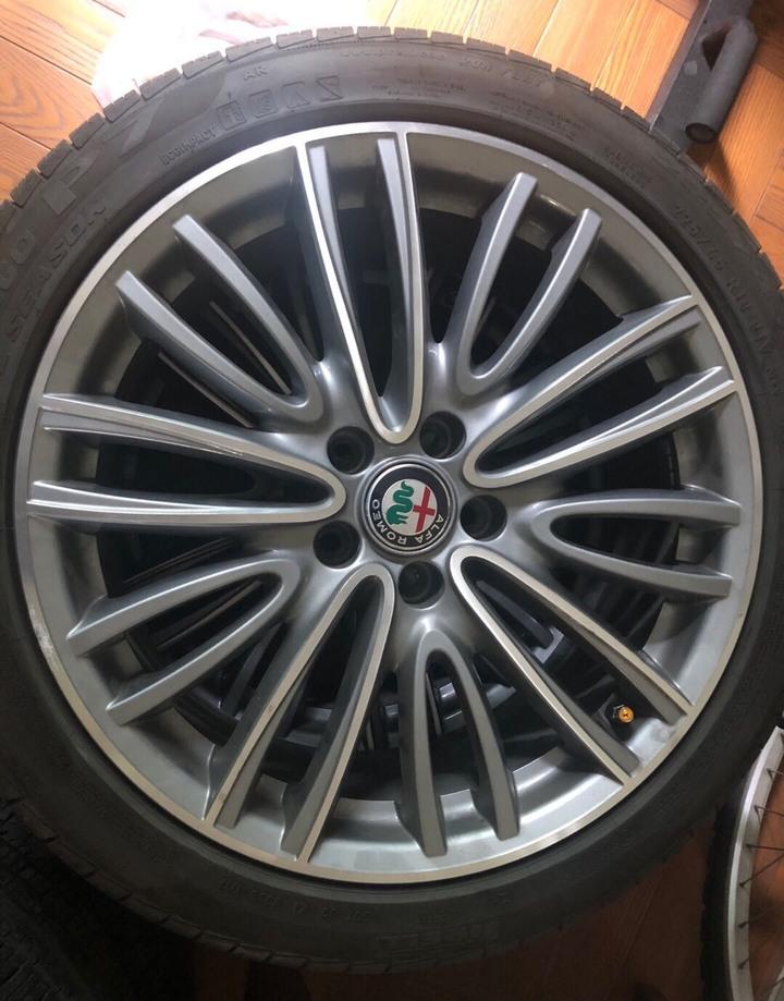 """Alfa romeo giulia 18"""" 鋁圈"""