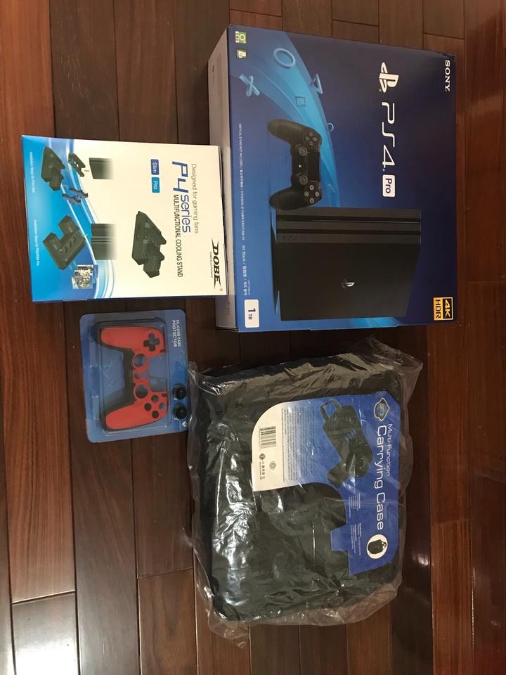 PS4 Pro 1TB CUH-7218B 遊戲主機-贈大全配:主機專用攜帶包+直立架+手把果凍套+貓類比套 (全新台灣公司貨)