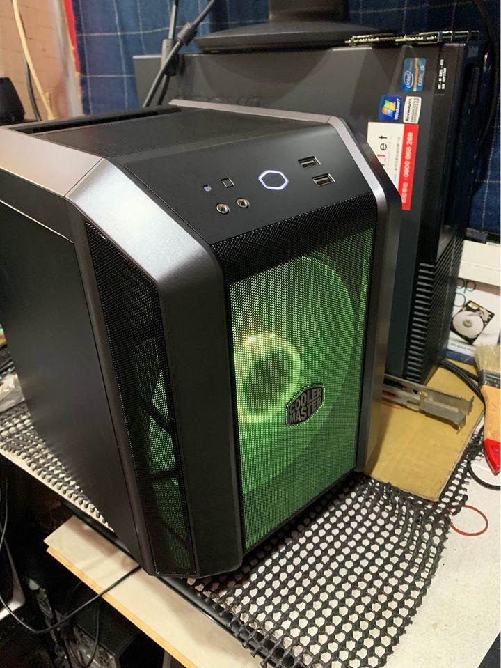售intel 八代i3-8100四核心 迷你電腦主機,全機很新、很新,內建wifi 。