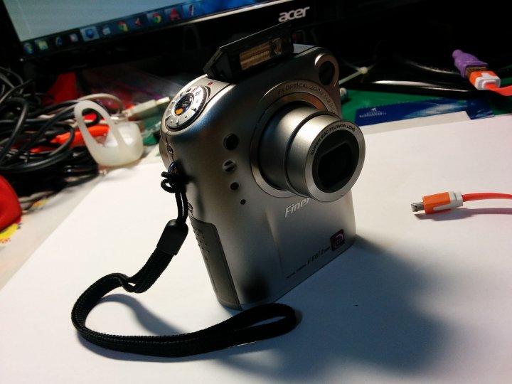 [Fujifilm]F601z, 可正常使用, 附充電底座(可當視訊鏡頭)