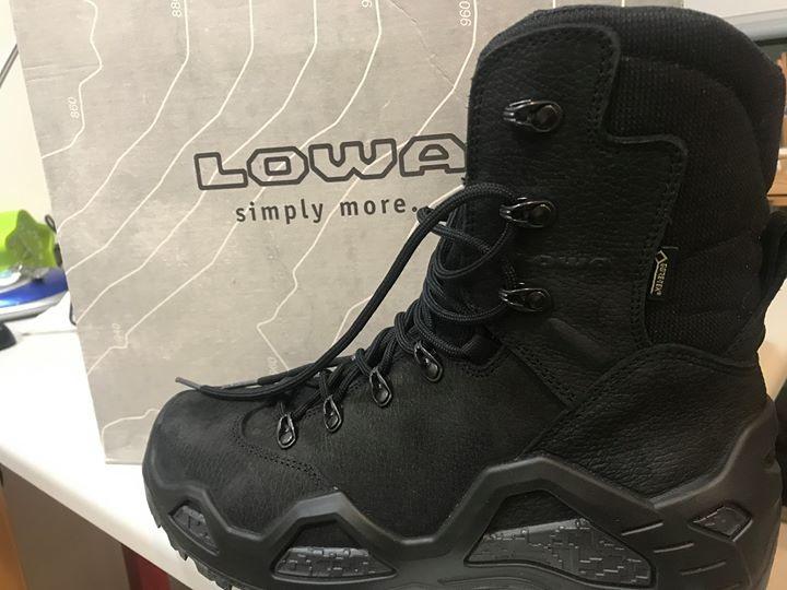 LOWA高筒登山鞋