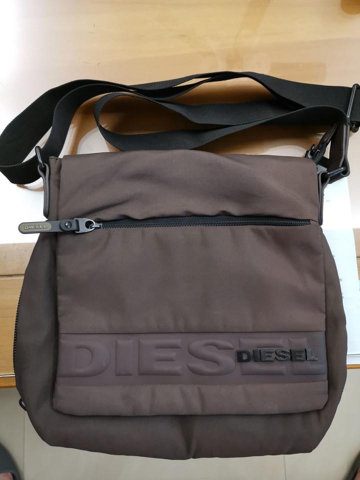 DIESEL男士側背包