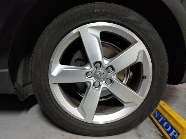 Audi 原廠19吋輪圈 交換 18吋