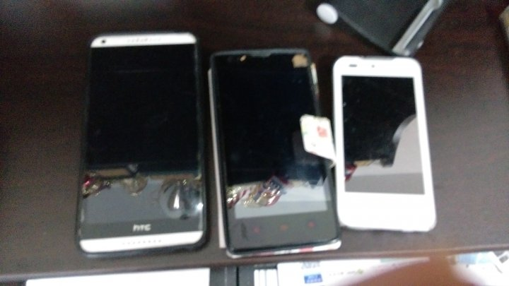 一次帶走3支手機+一台平板電腦!!(高雄可面交)