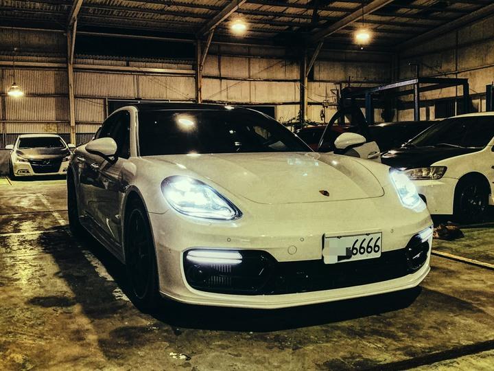 2018 Porsche Panamera 4s 新車加選配破千