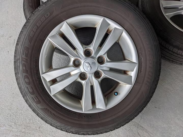 三菱標 Zinger 原廠16吋鋁圈含胎215/65/R16普利司通EP850 四輪一起賣
