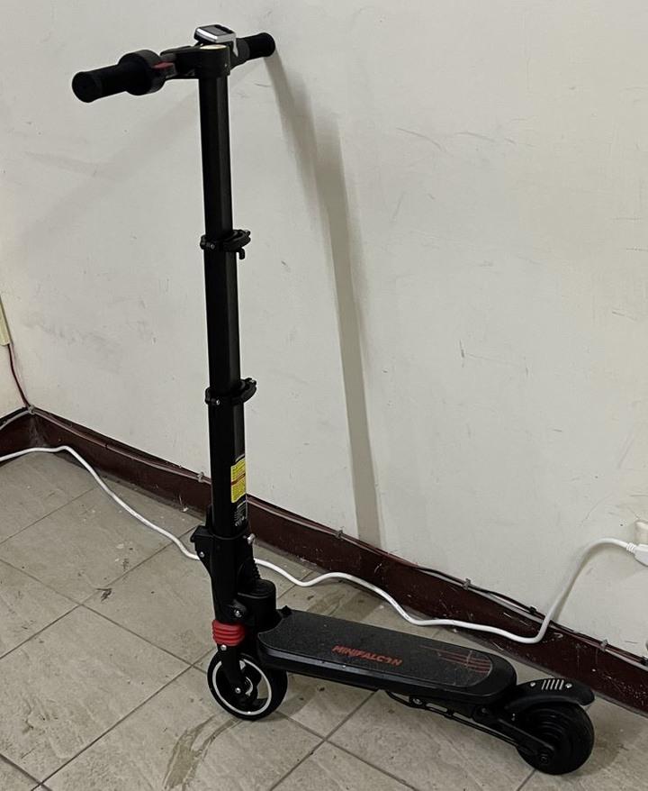 【 MiniFalcon|可收進後背包的迷你電動摺疊滑板車 】