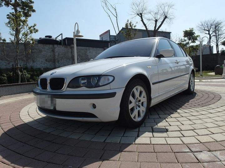 2002年BMW-318(白)