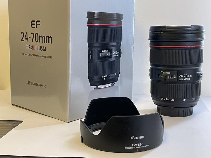 自用的5D3單眼、24-70 F2.8 L II 二代鏡頭(一機一鏡)和一些周邊配備