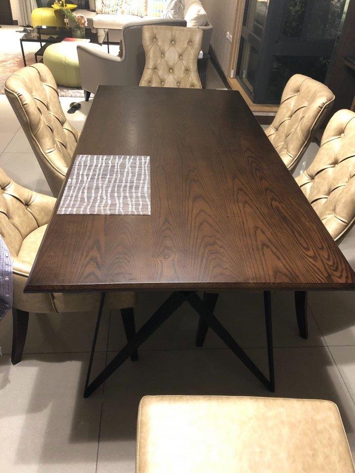 鐵腳原木餐桌