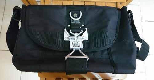 JR/十字軍神盾扣斜背包