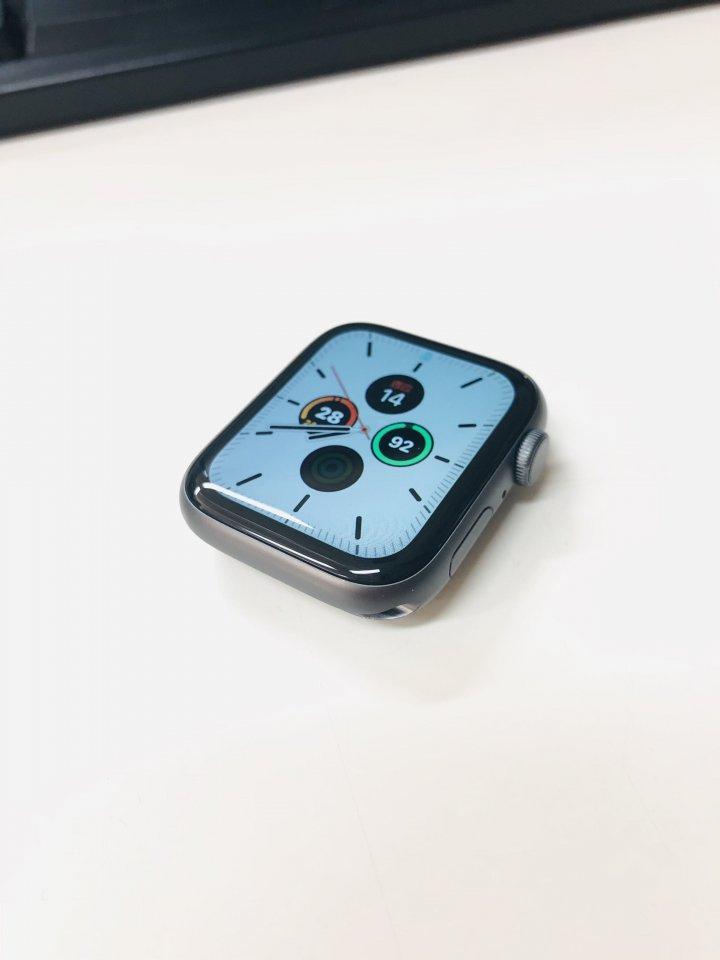 Apple witch4 黑色 只賣7300元