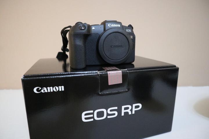 【近全新】Canon EOS RP + RF 35mm F1.8 + EF-EOS R 轉接環,購於法雅客。盒裝完整,公司貨一年保,附記憶卡