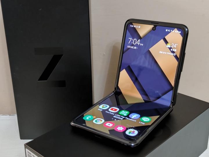 三星摺疊機 Z Flip 鏡面黑【9.99新】含原廠真皮保護殼,盒裝完整,台灣公司貨保固中。Samsung S20 ultra fold、iphone11可參考。