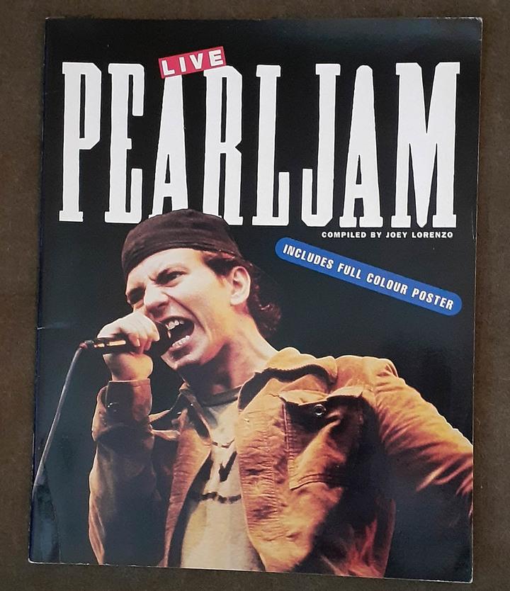 Pearl Jam全彩英文圖文書 Pearl Jam: Live (二手,原書附贈的海報遺失)