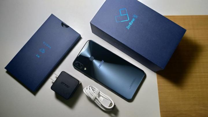 ASUS ZenFone5( ZE620KL-4G/64G) 深黑藍外觀很新!