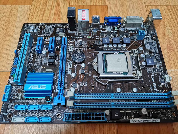 華碩 ASUS P8B75M LX PLUS  1155腳位 DDR3 主機板