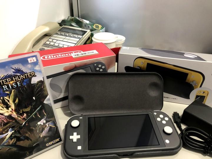 原價近萬 Switch Lite + 魔物獵人(崛起) 大全套
