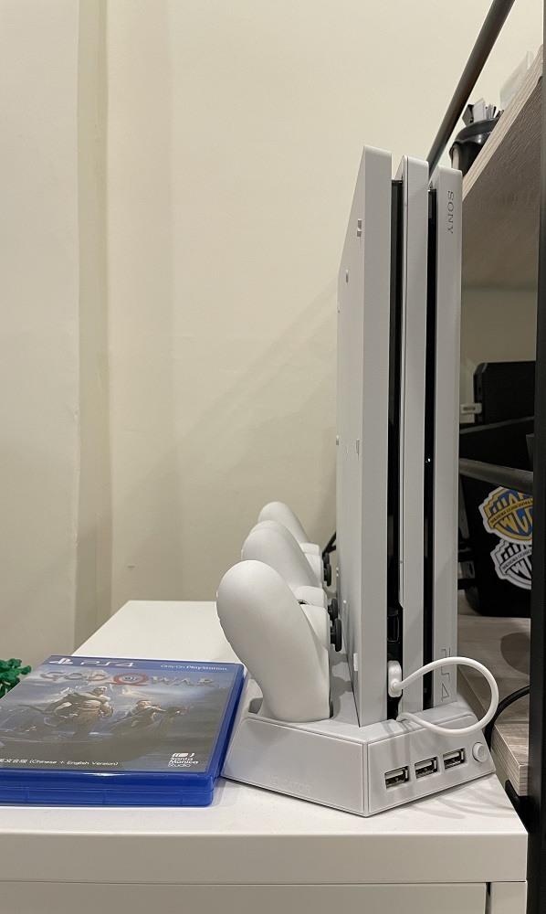 PS4 Pro 7117B 冰河白 (直立架-SSD-雙手把)