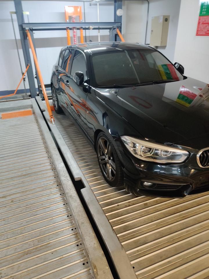 自售愛車 總代理 2016 BMW 118i  里程4萬公里持續增加中