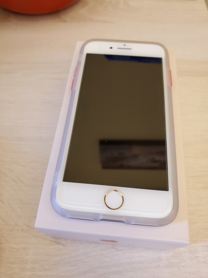 iPhone8/64G玫瑰金/電池100%/保內/幾乎全新