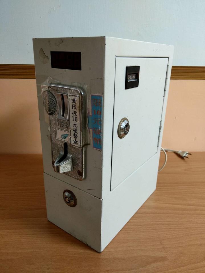 中古投幣機、投幣箱、投幣計時箱(鐵製、4位數)四台一組,夾娃娃機,洗衣機,網咖,卡拉OK投幣
