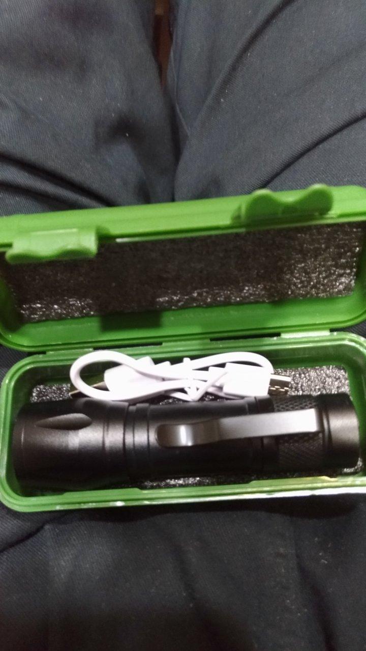 閃光 充電 小手電筒  迷你 隨身 夾扣 內建鋰電 綠外盒