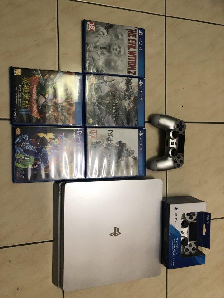PS4+兩隻搖桿+5片遊戲