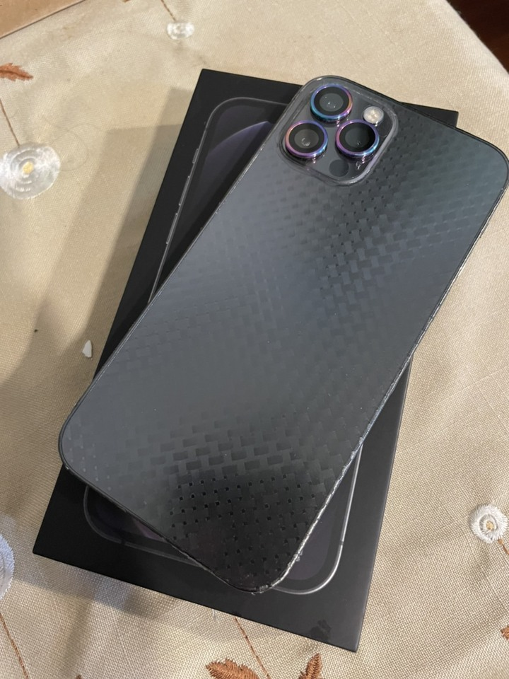 iPhone 12 Pro 256g石墨灰,全機包膜無傷無痕有貼霧面玻璃貼及Hoda藍寶石鏡頭框,保固到2022年7/4日,電池100%