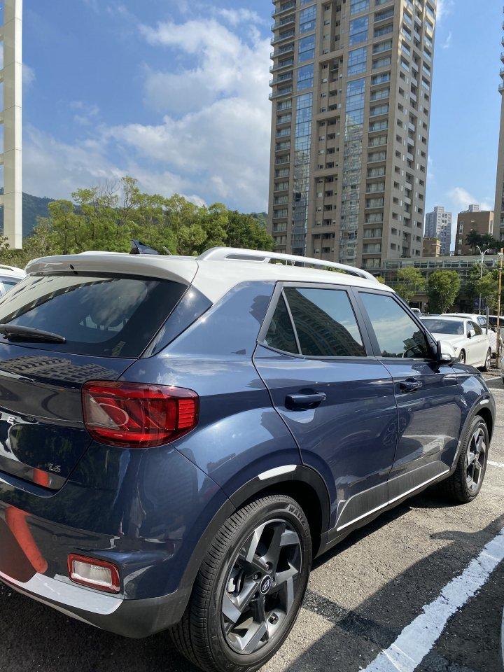 「自售」*Hyundai Vanue2021款GLB藍白*